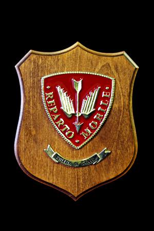 Crest con base in legno